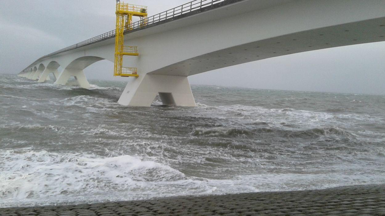 Afbeelding van Een dam in de Oosterschelde?